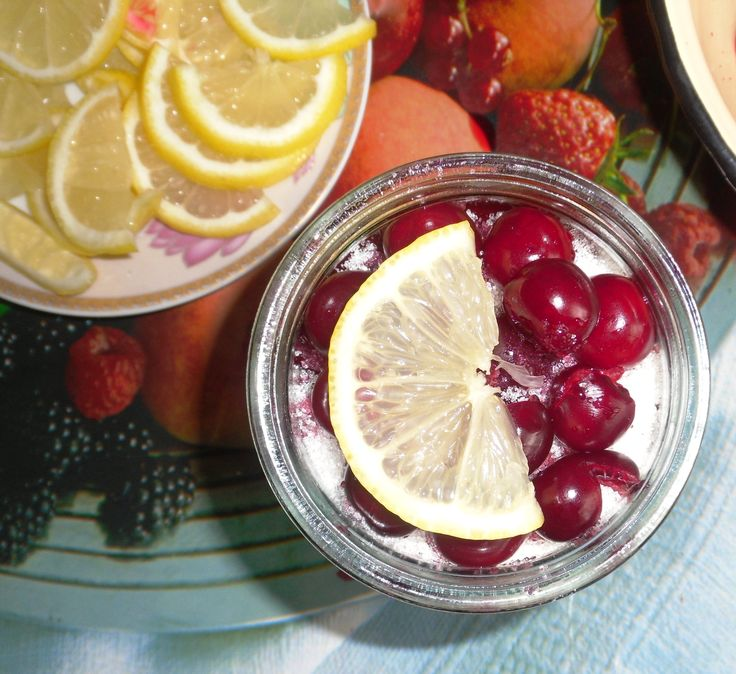 Вишня в собственном соку - Затейка.com.ua - рецепты вкусных десертов, уроки вязания схемы, народное прикладное творчество