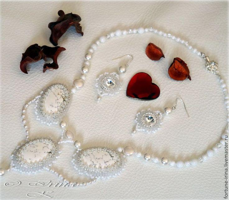 Купить Колье из натуральных камней и серьги со сваровски Лебедушка - белый, серьги для невесты