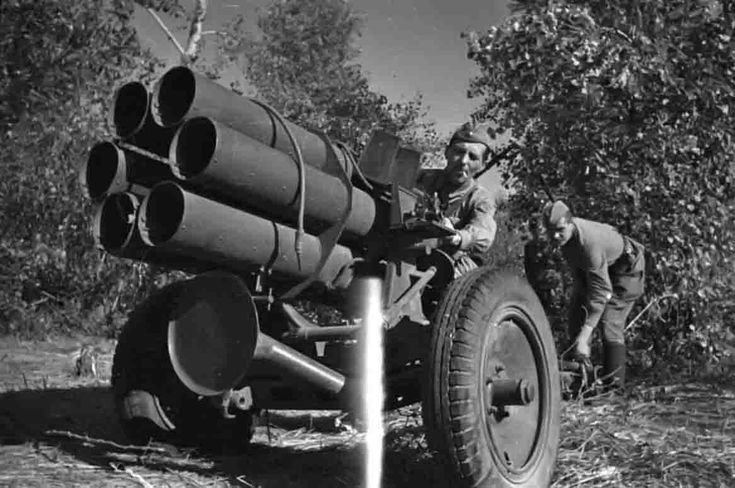 Russian soldiers with a captured German Nebelwerfer 41 rocket launcher