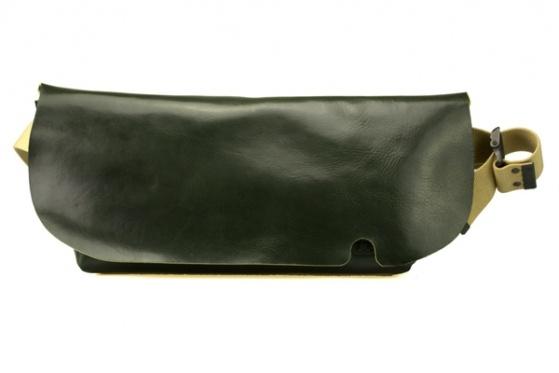 MESSENGER BAG (M)/DARK GREEN