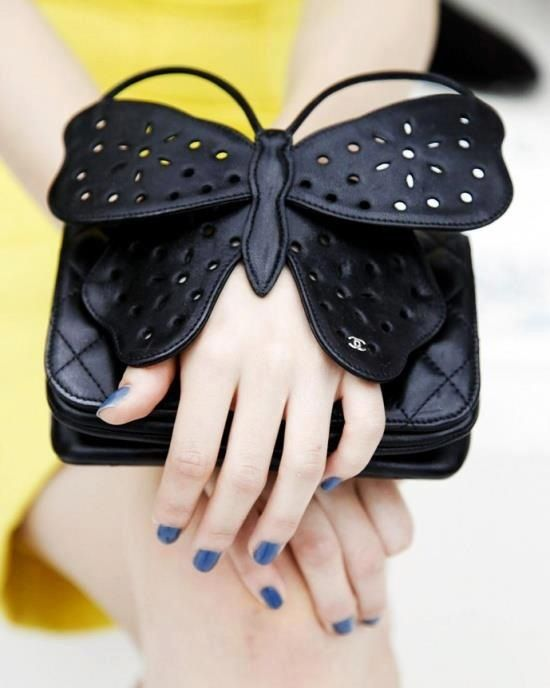 Perfect Party Handbag in black: Gorgeous handhold clutch.