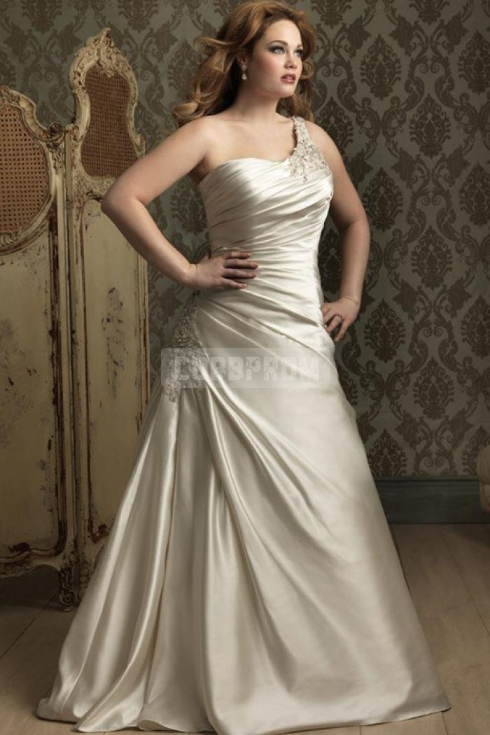 Natural waist lace up sleeveless court train appliques for Plus size silk wedding dresses