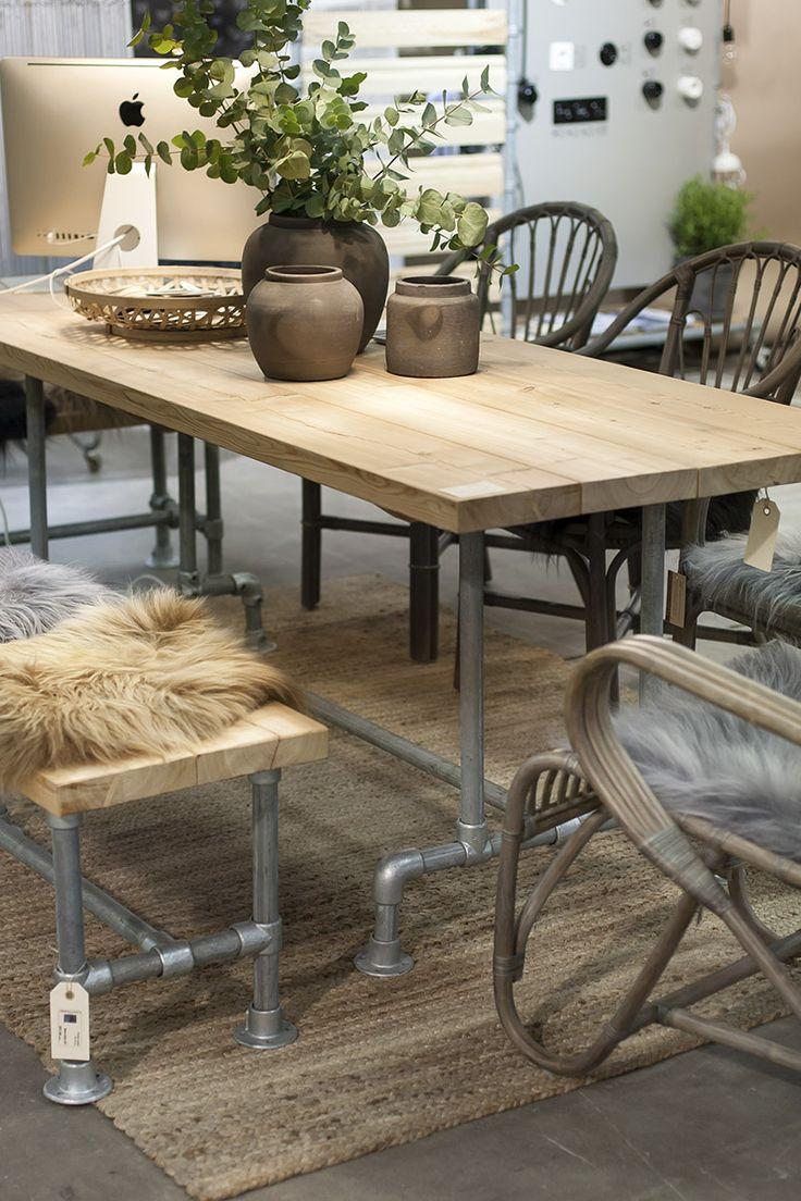 Putkiliitoksilla kokoat unelmien ruokapöydän - sisälle tai ulos! Yhdistä vaikka siperianlehtikuuseen, saat myös sen meiltä. -  Pipe table - Pipe furniture -  Domus Classica collection