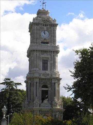 Tour de l'horloge à l'entrée du Palais Dolmabahçe