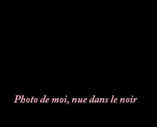 Photo de moi, nue dans le noir...