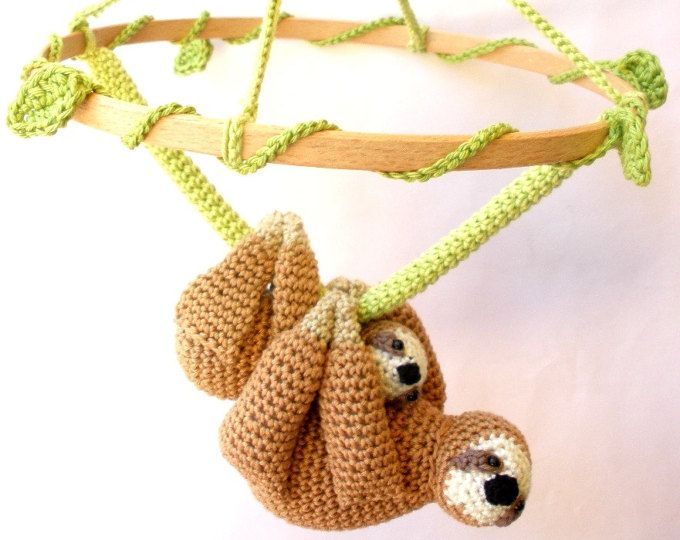 Peluche oso perezoso bebé móvil, vivero de pereza móvil, regalo recién nacido perezoso, perezoso ganchillo mobile, pereza móvil