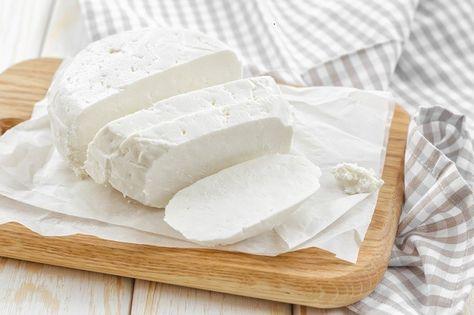 Домашний адыгейский сыр из молока и кефира. Приготовить адыгейский сыр в домашних условиях совсем не сложно, но по вкусовым качествам он значительно выигрывает по сравнению с магазинными аналогами.