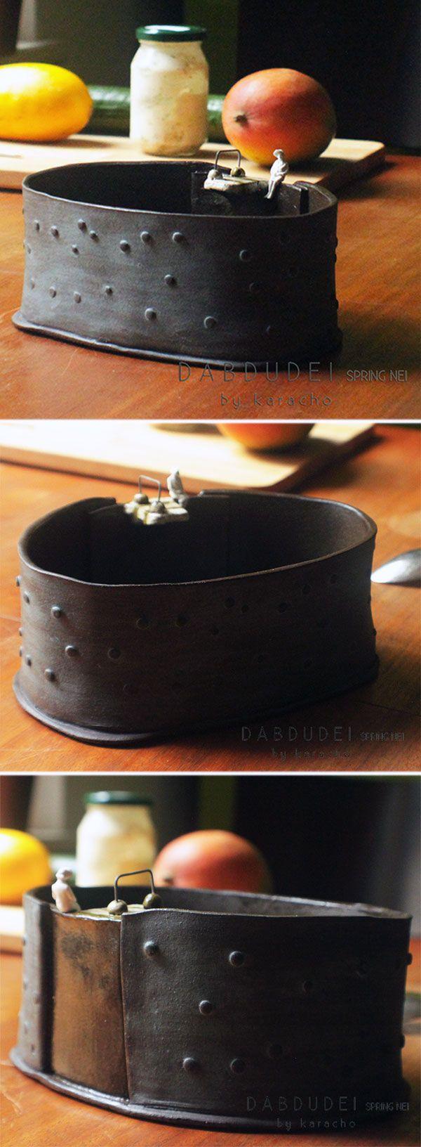 Handgemachte Schüssel aus Keramik mit Sprungbrett von karachoKERAMIK. Kommt auf Deinen Tisch als Suppenschüssel, Obstschale, oder Salatschüssel. #Obstschale, Salatschüssel #Keramikschale #Schüssel #Schale #ceramicbowl #ceramic #pottery #Keramik #tableware #karachokeramik #dinerware #bowl
