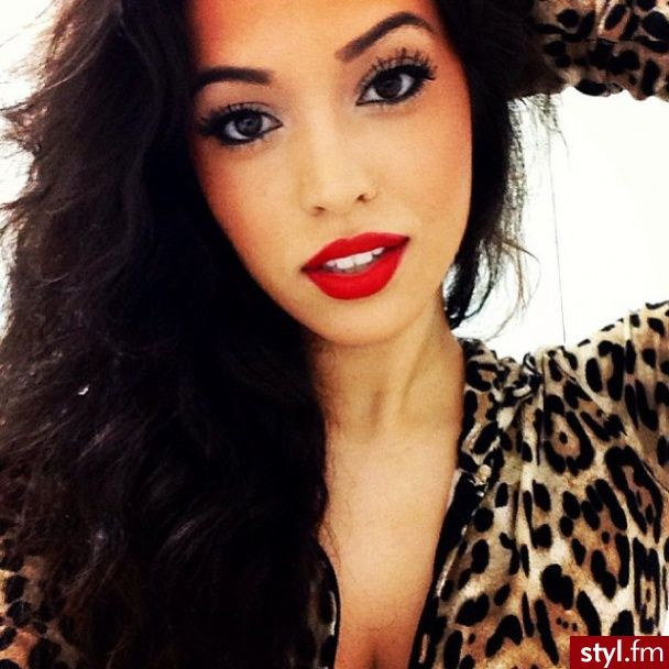 love her simple eye with the bold lips