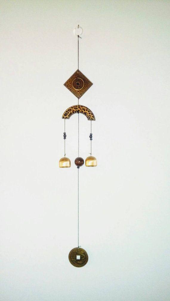 Retrouvez cet article dans ma boutique Etsy https://www.etsy.com/fr/listing/489956044/carillons-chinois-avec-bol-chantant-fait