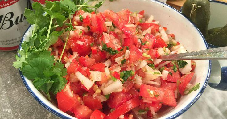Pico de gallo en en populär och het salsa från Mexico. Gott att servera som tillbehör till allt från grillat kött till ugnsbakad fisk!
