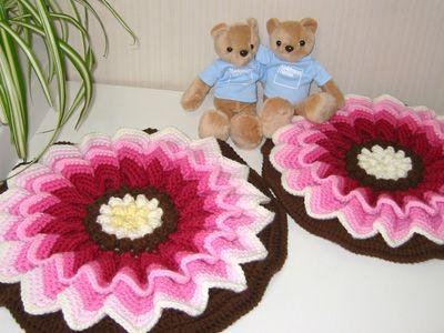 お花の円座 (Crochet Seat Cushion - Poinsettia)