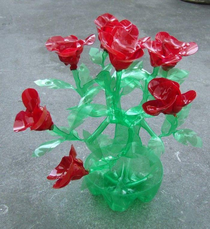 gemaakt uit een plastic fles.. erg bijzonder!