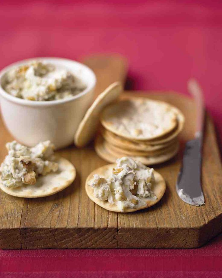 Thanksgiving Appetizers: Blue Cheese and Walnut Spread