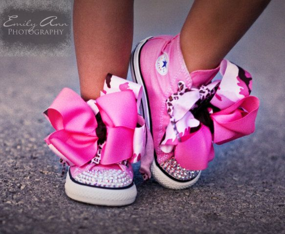 Such a great and adorable idea! Put big hair bows over shoestrings for babies and little girls!