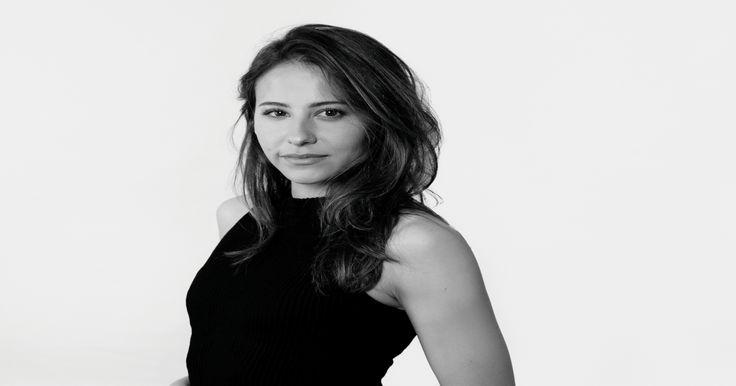 A sus 28 años Irene Escolar, el último eslabón de los Gutiérrez Caba, tiene una carrera tan personal que lo mismo hace teatro clásico que un número de pole-dancing.