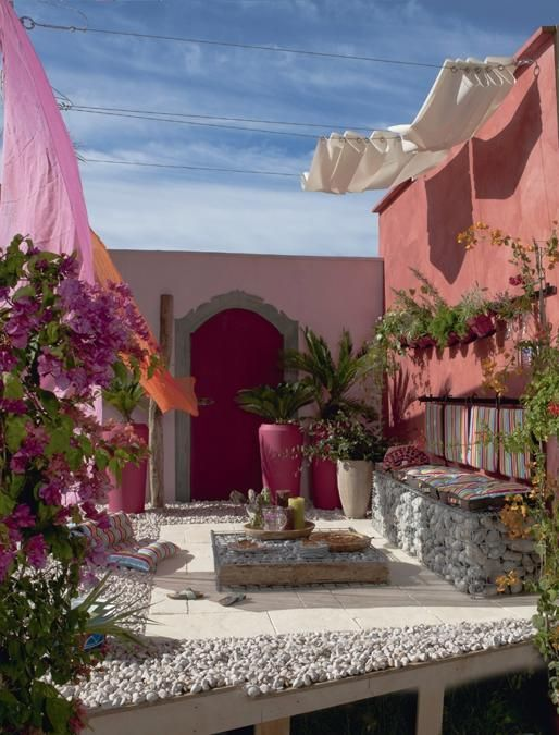 25 Beautiful Backyard Landscaping Ideas Adding Beach Stones to Modern Backyard Designs