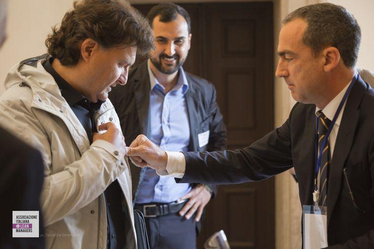 CHECK IN: Alessandro Ripari (AILM Marche) e il presidente dell'AILM, Sergio Di Tillio alla consegna dei badge di registrazione