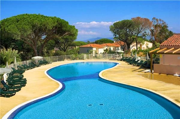 Holiday residence surrounded by beautiful eucalyptus and oak trees between Saint-Tropez and Cannes, only a few kilometers away from amazing sandy beaches. #France