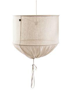 Himla Lampskärm Värmland Ø 60 cm Värmland är en taklampa i tunt transparent halvlinne. Taklampan är sydd i samma tyg som Himlas Värmland gardin och är en ljuskälla som sprider stämning i rummet och ger en trendig, luftig och ledig look. Till lampan hör en en hänganordning med textilkabel och plastkåpa. 58% lin 42% bomull. Ej tvätt. <br><br>