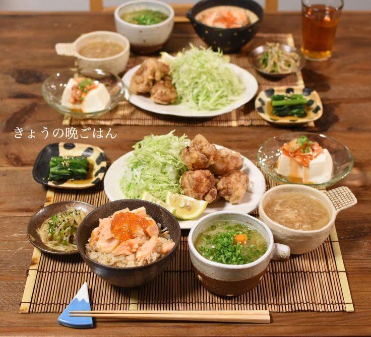 こんばんは! 今日の晩ごはんは、 °鮭いくらごはん °白菜と人参と落としたまごのお味噌汁 °キムチ冷奴 °唐揚げ °春菊の胡麻和え °もやしとセロリのピリ辛ナムル でした。 唐揚げはそのまま食べてもよし、熱い大根おろし入り和風出汁につけて食べてもよし にしました♡ 食べすぎたー!!!!!(ノ_ _)ノ #晩ごはん#唐揚げ