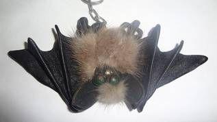 """Брелок """"Летучая мышка"""" из натуральной кожи и меха. Ручная работа - Изделия ручной работы во Владивостоке"""
