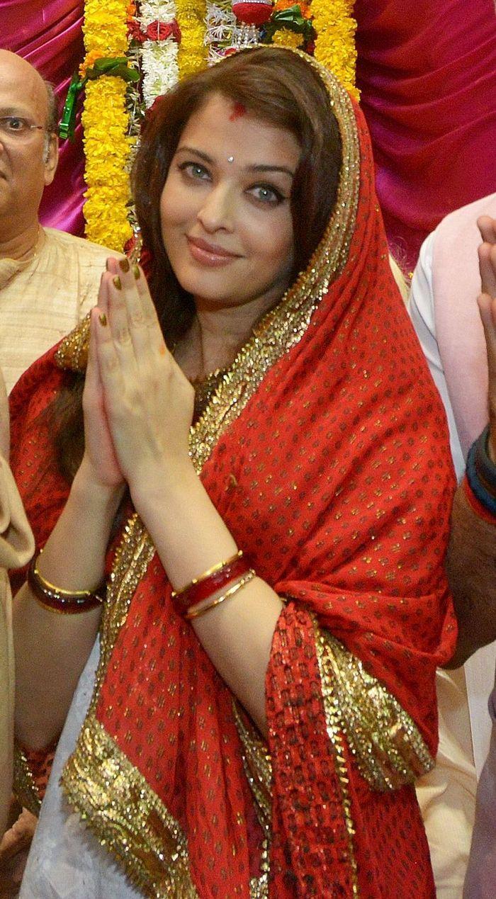Aishwarya Rai Bachchan was the picture of domestic felicity at a Ganesha pandal