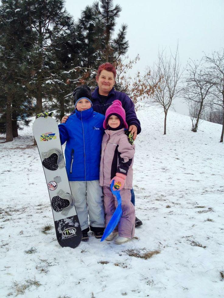 Konečně napadl sníh, tak je nutnost vyzkoušet rychlost sjezdu na bobech, lopatě, snowboardu nebo čímkoliv na čem se dá jezdit - Bobování - Centrální park Praha Háje