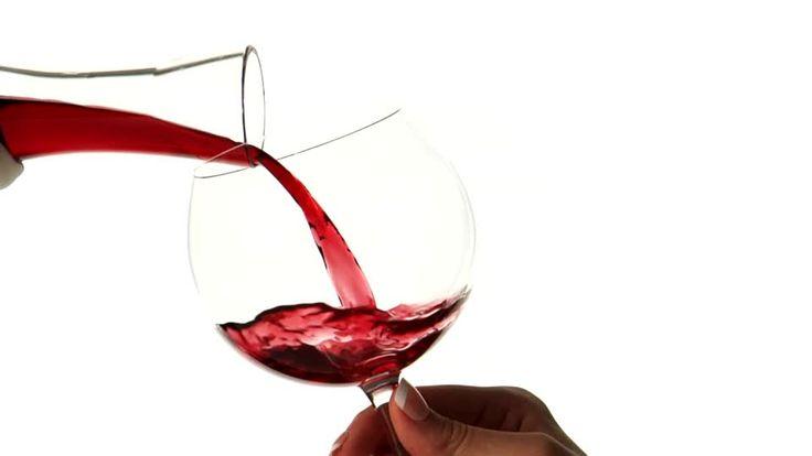 839748844-carafon-a-vin-verre-a-vin-rouge-vin-rouge-verser.jpg (960×540)