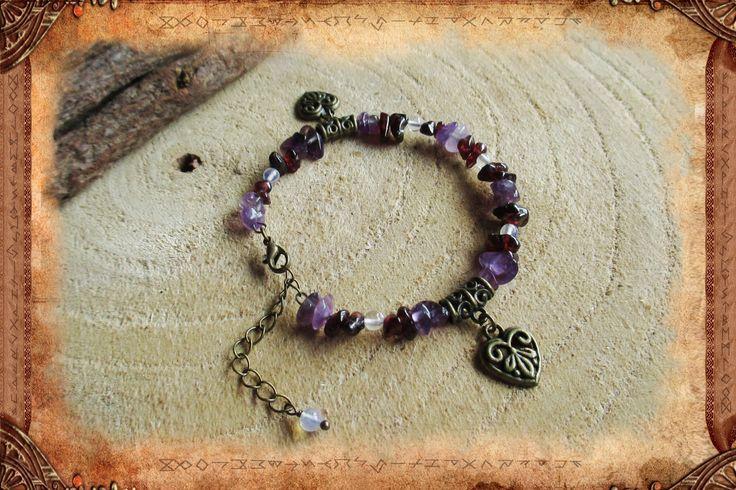 """Bracelet en améthyste, grenat et opale, de style bohème, en fil à mémoire de forme, """"Mamma"""" : Bracelet par freyja-s-faeries"""