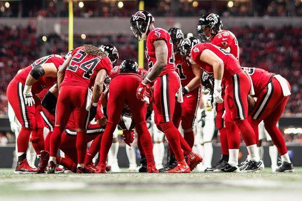 The Atlanta Falcons Beat The New Orleans Saints 20 17 Linebacker Deion Jones Intercepted Drew Brees In The Final Saints Vs Atlanta Falcons Falcons Vs Saints