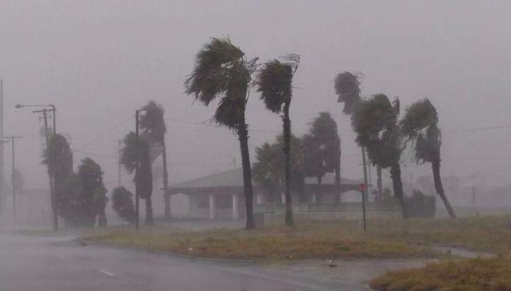 VIDEOS: El huracán Harvey golpeó con dureza y furia a la costa de Texas: Decenas de miles de habitantes huyeron de la costa del Estado con…