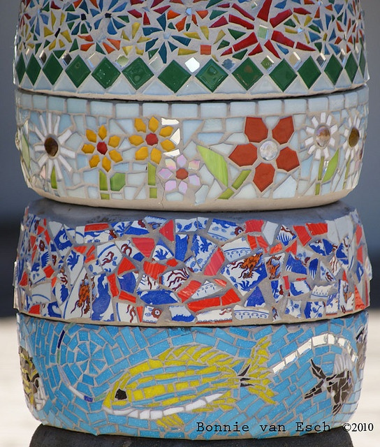 A beautiful pillar with mosaic art on I saw in Sedgefield, South Africa.     Sweet pin !