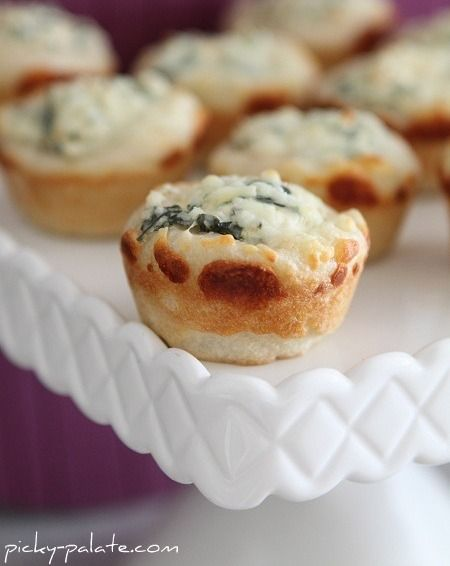 Mini bread bowl spinach dip