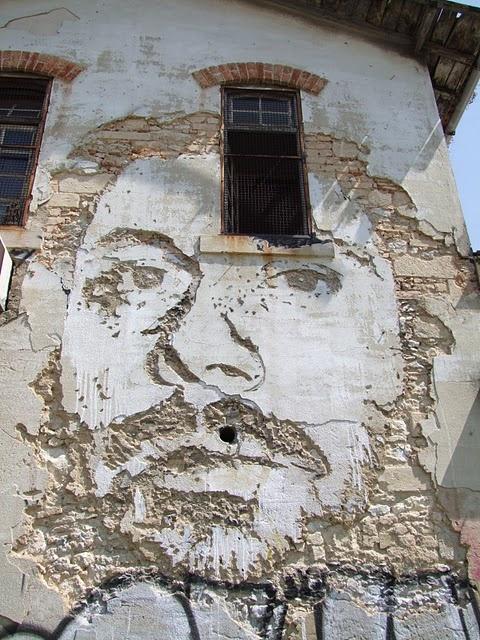 Lisbon's 3D graffiti http://restreet.altervista.org/la-tecnica-esplosiva-di-vhils/
