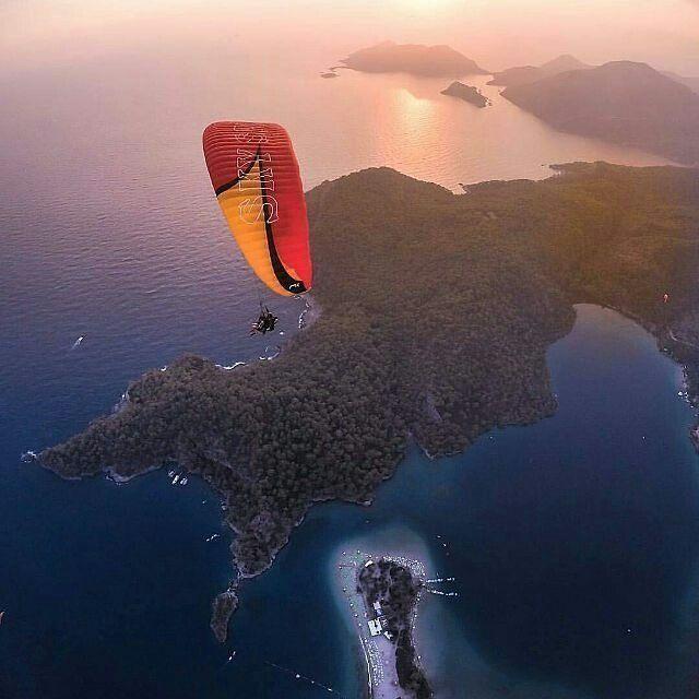 Havada günü bitirmek ✈ Günbatımı böyle izlenir :) #oludeniz #ölüdeniz #babadağ #yamaçparaşütü #paragliding #günbatımı #adrenalin #tatil #seyahat #eğlence #huzur #cennet #muğla #turkey #türkiye