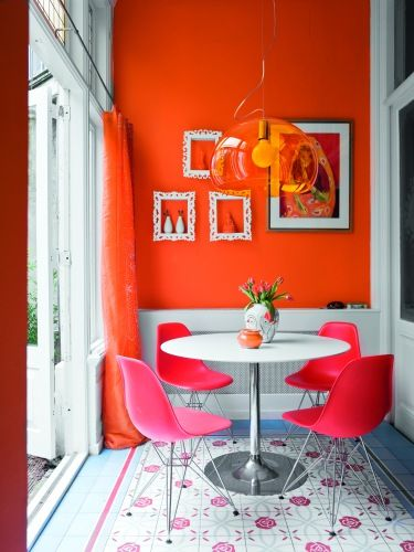 happy dining in orange and pinkKitchens, Dining Room, Breakfast Nooks, Interiors, Living Room, Diningroom, Colors Combinations, Hot Pink, Orange Wall