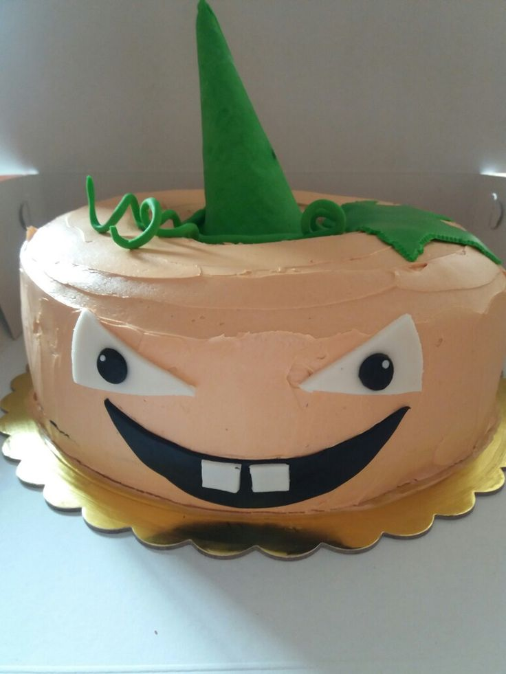 Evil pumpkin piniata cake