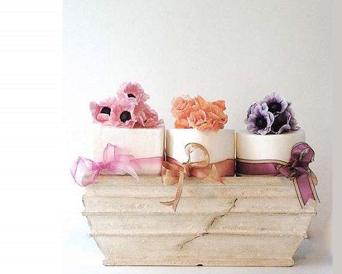 Wedding cake di primavera, panna e fiori di zucchero