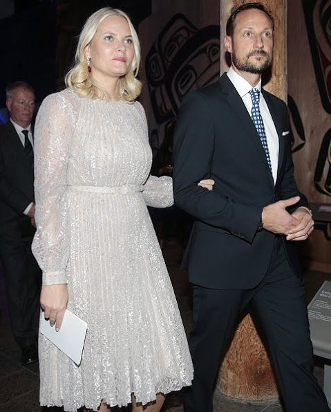 Nov 7, 2016, Crown Prince Haakon of Norway and Crown Princess Mette-Marit visited the Canadian Museum of History in Gatinueau, Ontario. Crown Prince Haakon and Crown Princess Mette-Marit will be visiting Ottawa, Toronto, and St. John's, Newfoundland and Labrador (island) in a state visit from Nov 7-10. Crown Princess Mette Marit wore Erdem Rhona Silver Metallic Floral Lace Dress.