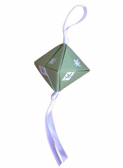 Les 72 meilleures images du tableau origami sur pinterest fleurs en papier pliage papier et - Papier origami noel ...