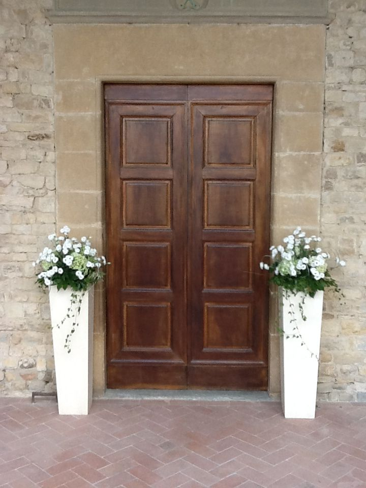 fiori per matrimonio. esterno chiesa
