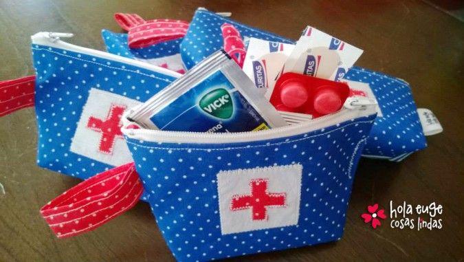 Baño Pequeno E Irregular:Simpáticos mini botiquines para poner en la cartera lo indispensable
