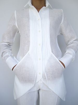 A white shirt like this can be a woman's power statement for business or evening wear. Amazing tucks and pockets - diseño...bolsas..