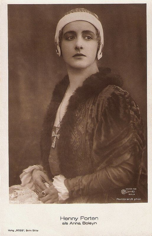 Henny Porten in Anna Boleyn (1920). German postcard by Ross Verlag, Berlin, no. 402/1, 1919-1924. Photo: Rembrandt Phot. / Messter Film, Berlin. Publicity still for <i>Anna Boleyn</i> (Ernst Lubitsch, 1920).