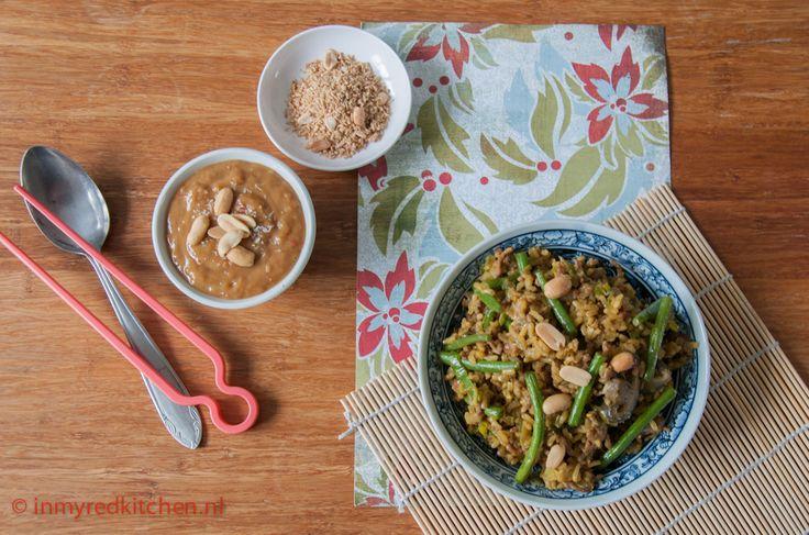 Een snel recept voor nasi zonder pakjes te gebruiken. Het kan! Je leest het op In My Red Kitchen.