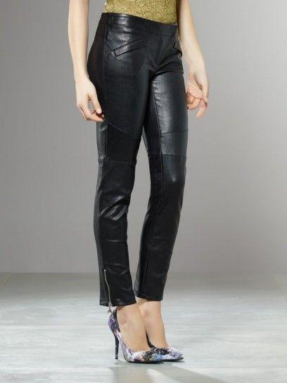 Dalla collezione primavera estate 2013 di abbigliamento Patrizia Pepe, pantaloni in pelle nera