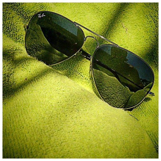#sunglasses #gafasdesol #toalla #green #summer #rayban #piscina #swimming ©www.aunioncreatividad.com