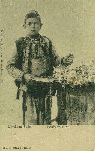 - Joven vendedor de ajos . Estambul . Principios del siglo XX ./tcc/