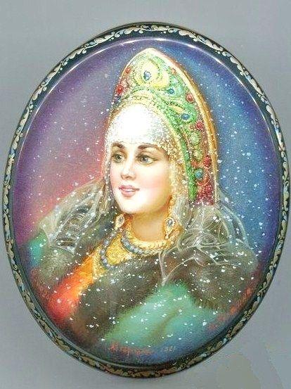 Russian lacquer miniature from the village of Fedoskino. Russian beauty in a kokoshnik headdress.